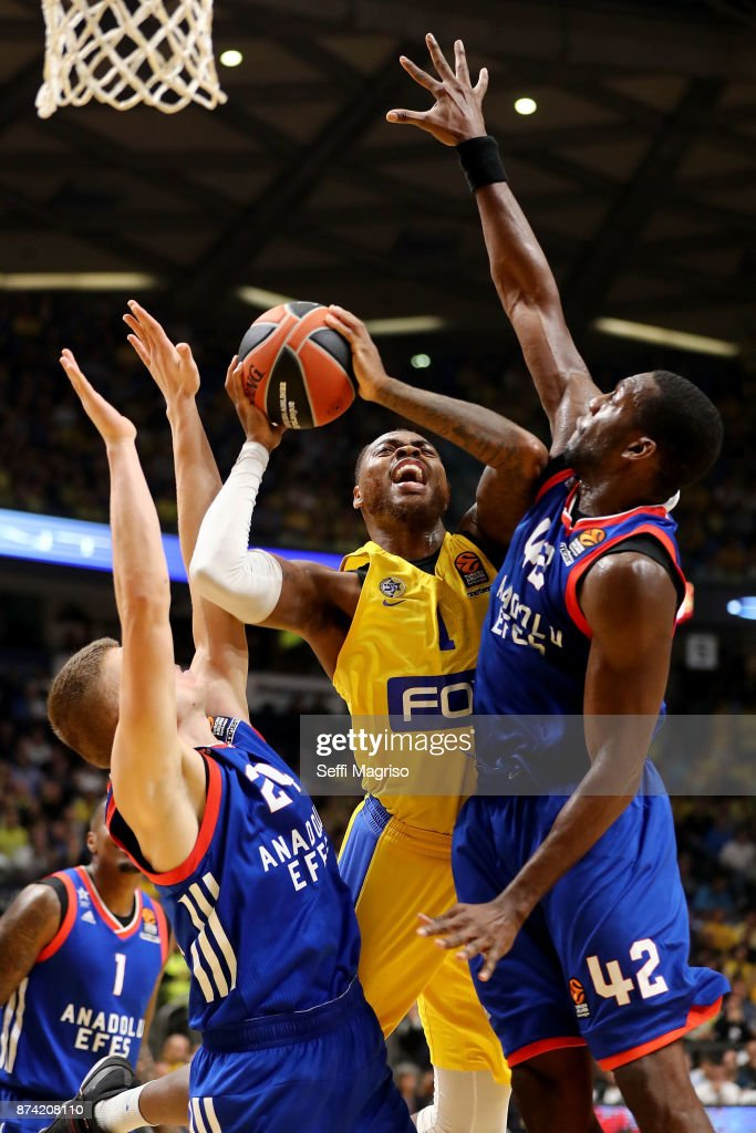 Deshaun Thomas, #1 of Maccabi Fox Tel Aviv competes with Bryant Dunston, #42 of Anadolu Efes Istanbul during the 2017/2018 Turkish Airlines EuroLeague Regular Season Round 7 game between Maccabi Fox Tel Aviv and Anadolu Efes Istanbul at Menora Mivtachim Arena on November 14, 2017 in Tel Aviv, Israel.
