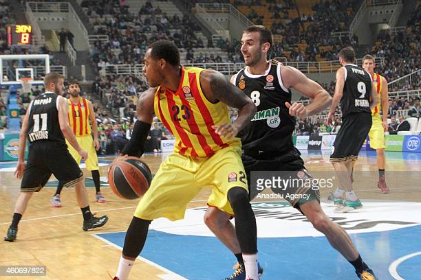 Deshaun Thomas of FC Barcelona vies with Vlantimir Giankovits of Panathinaikos during the 20142015 Turkish Airlines Euroleague Basketball Regular...