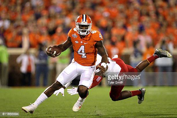Deshaun Watson of the Clemson Tigers carries the ball against the Louisville Cardinals during the first quarter at Memorial Stadium on October 1 2016...