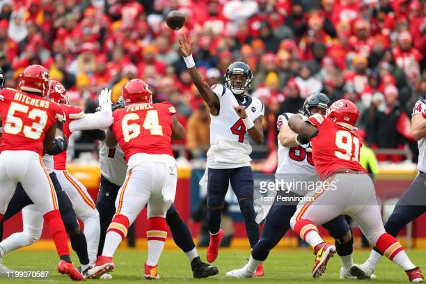 Deshaun Watson of the Houston Texans throws a 54-yard touchdown pass to Kenny Stills during the first quarter against the Kansas City Chiefs in the...