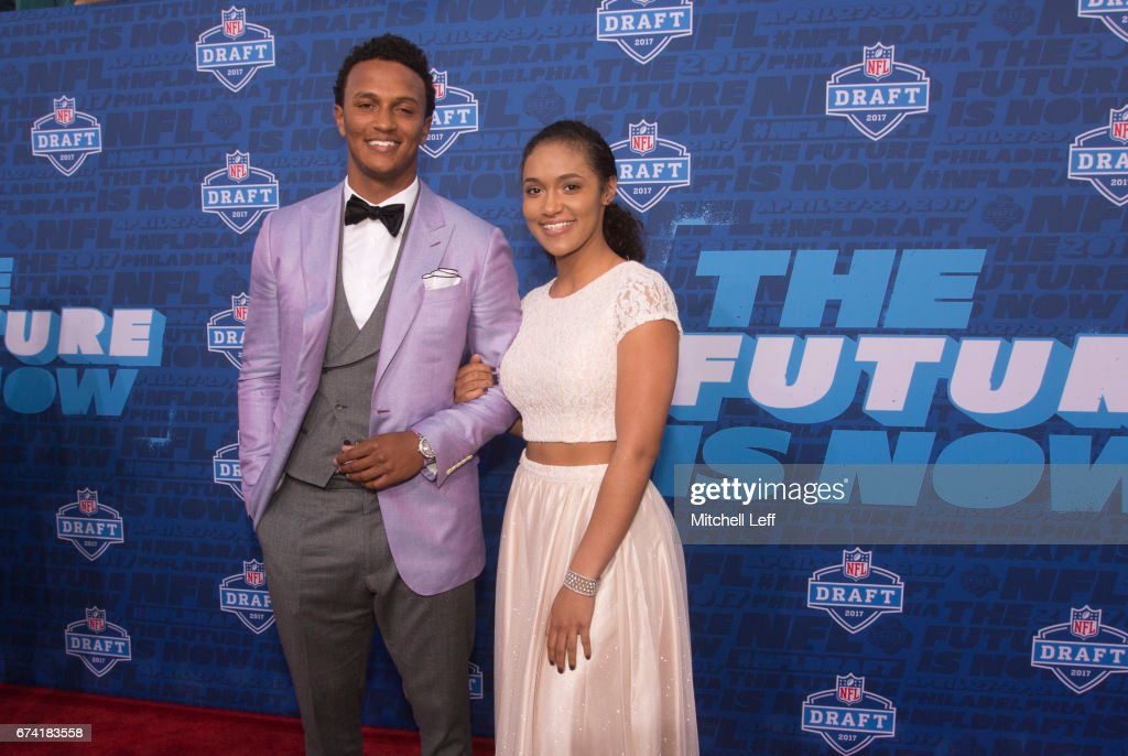 DeShone Kizer of Norte Dame poses for a picture with his family on the red carpet prior to the start of the 2017 NFL Draft on April 27, 2017 in Philadelphia, Pennsylvania.