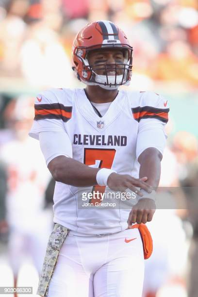 DeShone Kizer of the Cleveland Browns changes the play at the line of scrimmage during the game against the Cincinnati Bengals at Paul Brown Stadium...