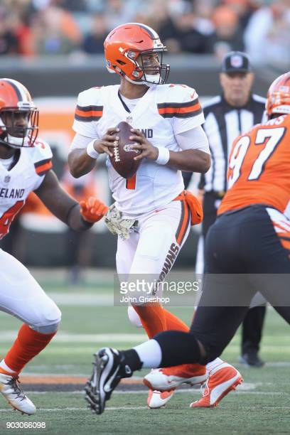 DeShone Kizer of the Cleveland Browns drops back to pass during the game against the Cincinnati Bengals at Paul Brown Stadium on November 26 2017 in...