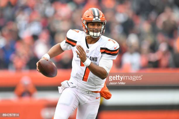 DeShone Kizer of the Cleveland Browns runs the ball in the first half against the Baltimore Ravens at FirstEnergy Stadium on December 17 2017 in...