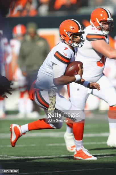 DeShone Kizer of the Cleveland Browns runs the football upfield during the game against the Cincinnati Bengals at Paul Brown Stadium on November 26...