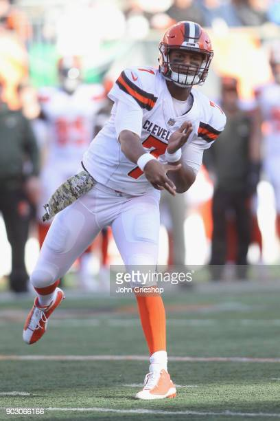 DeShone Kizer of the Cleveland Browns throws the football downfield during the game against the Cincinnati Bengals at Paul Brown Stadium on November...