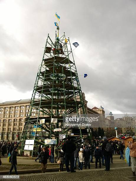 Design in the center of Kiev, which did not become a Christmas tree, but only become a laughingstock. And became a lookout tower for the...