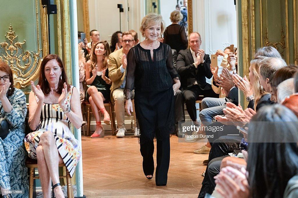 Alberta Ferretti : Runway - Paris Fashion Week - Haute Couture Fall/Winter 2016-2017 : News Photo