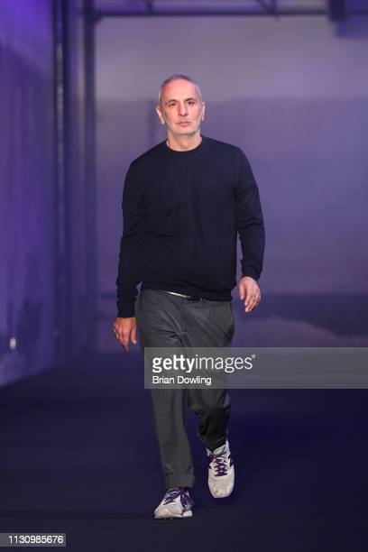 Designer Alessandro Dell'Acqua acknowledges the applause of the audience at the No21 show at Milan Fashion Week Autumn/Winter 2019/20 on February 20,...