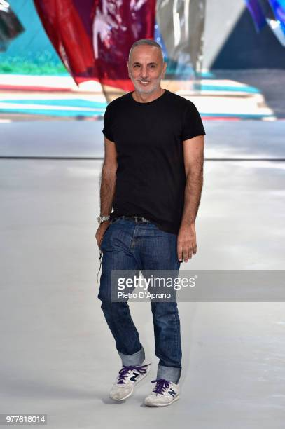 Designer Alessandro Dell'Acqua acknowledges the audience at the end of the N.21 show during Milan Men's Fashion Week Spring/Summer 2019 on June 18,...