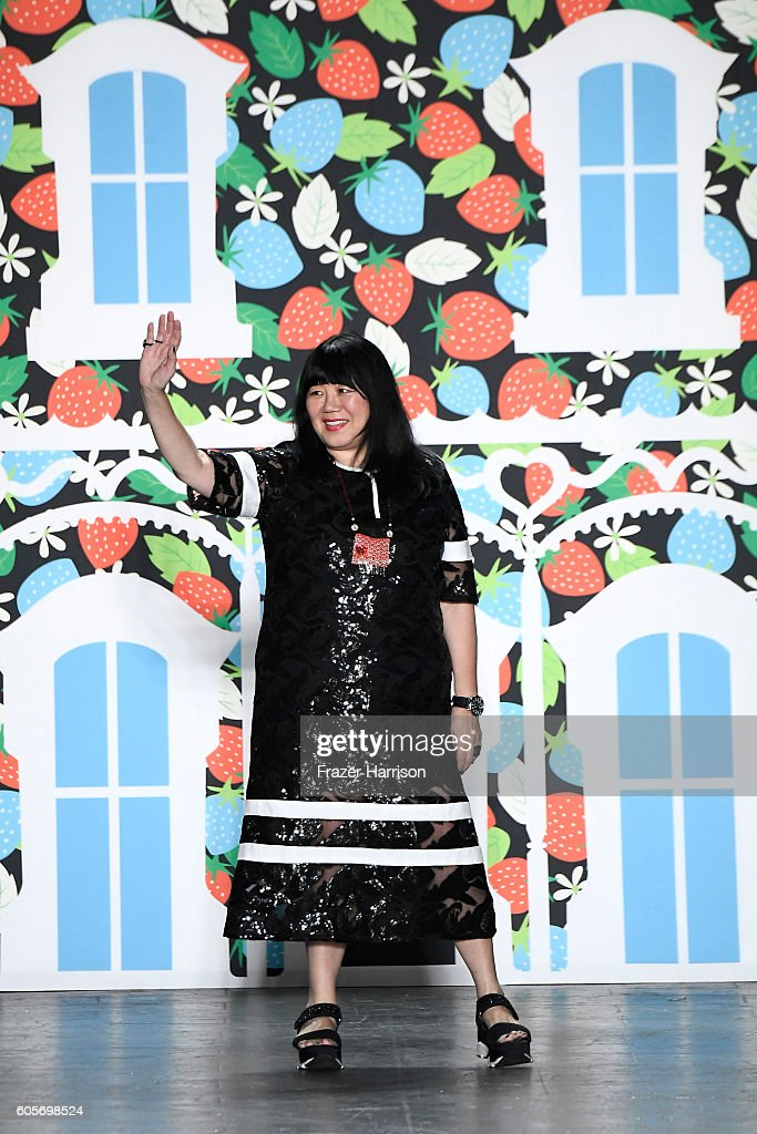 Anna Sui - Runway - September 2016 - New York Fashion Week: The Shows : News Photo