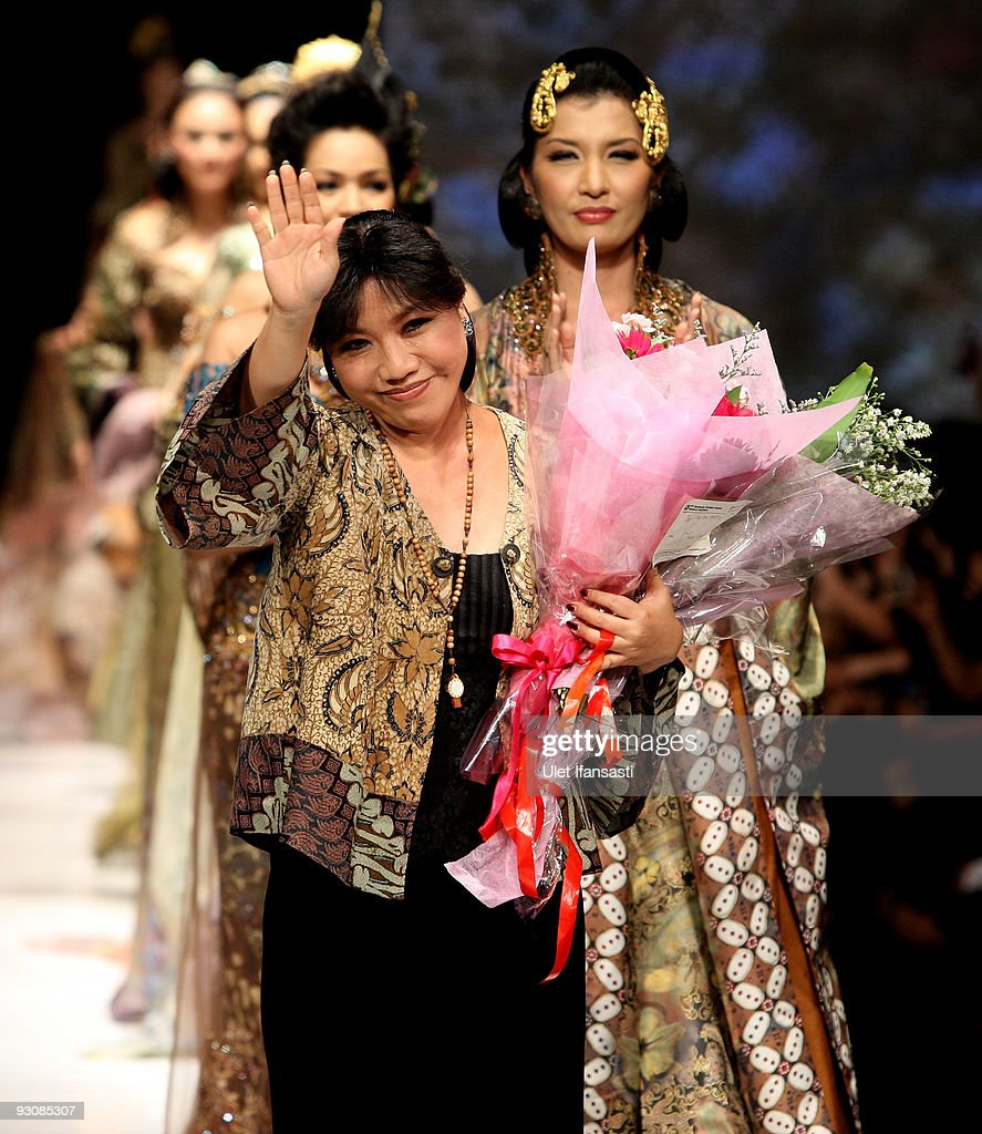 Designer Anne Avantie walks the catwalk following her collection show as part of APPMI Show 4 on day three of Jakarta Fashion Week 2009 at the Fashion Tent, Pacific Place on November 16, 2009 in Jakarta, Indonesia.