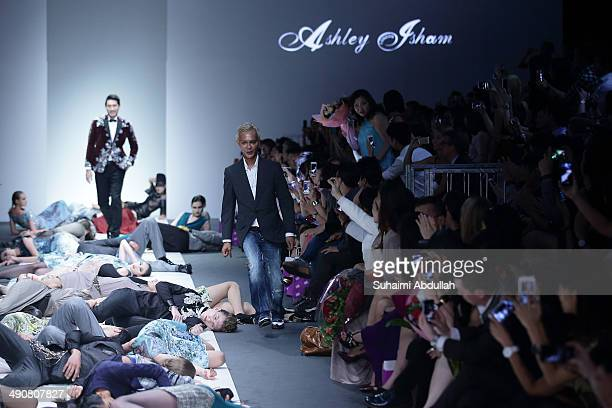 Designer Ashley Isham greets the audience at the end of his show during the Audi Fashion Festival on day two at Tent at Orchard on May 15 2014 in...