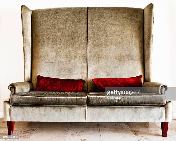 Designer sofá de veludo com almofadas carmesim Prata