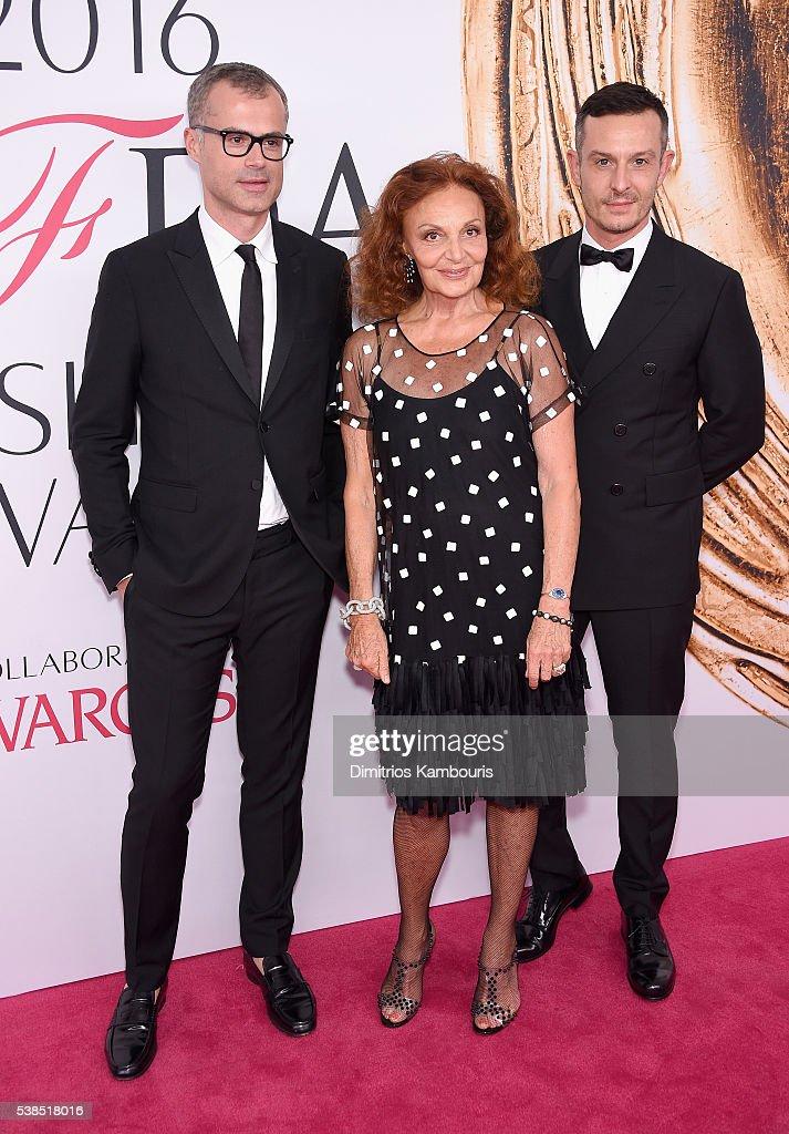 Designer Diane von Furstenberg (C) and guests attend the 2016 CFDA Fashion Awards at the Hammerstein Ballroom on June 6, 2016 in New York City.