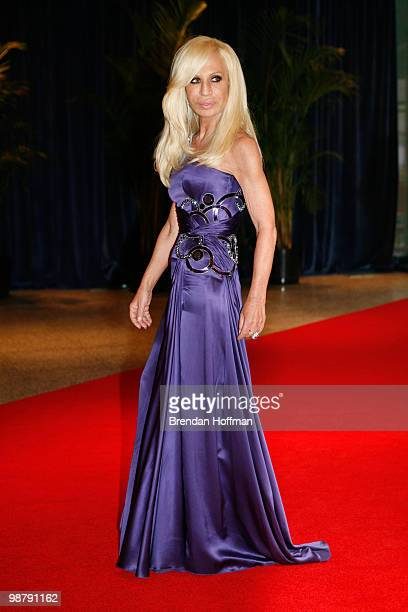 Designer Donatella Versace arrives at the White House Correspondents' Association dinner on May 1 2010 in Washington DC The annual dinner featured...