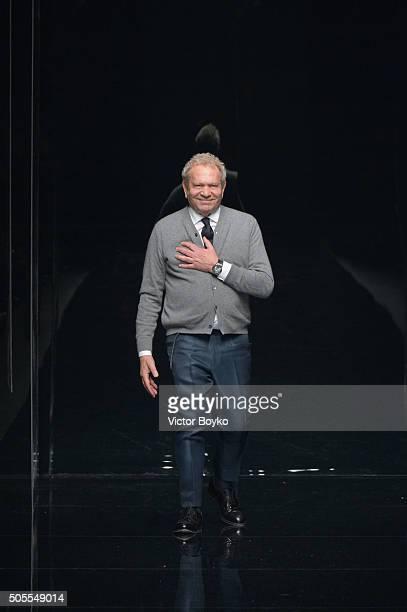 Designer Ermanno Scervino acknowledges the applause of the public after the Ermanno Scervino show during Milan Men's Fashion Week Fall/Winter 2016/17...