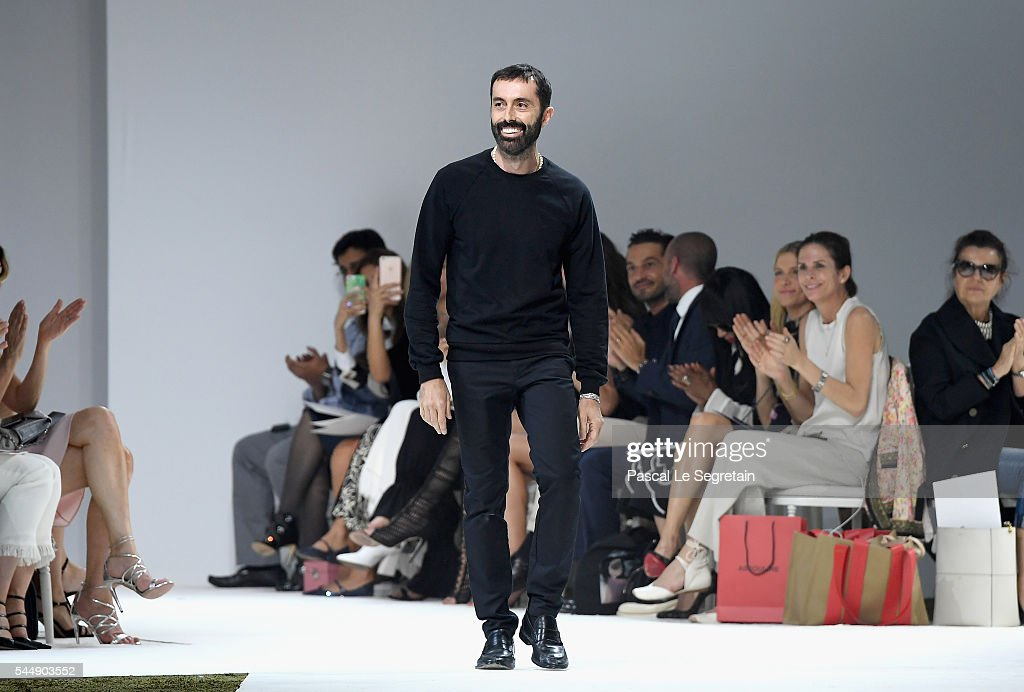 Giambattista Valli : Runway - Paris Fashion Week - Haute Couture Fall/Winter 2016-2017 : News Photo