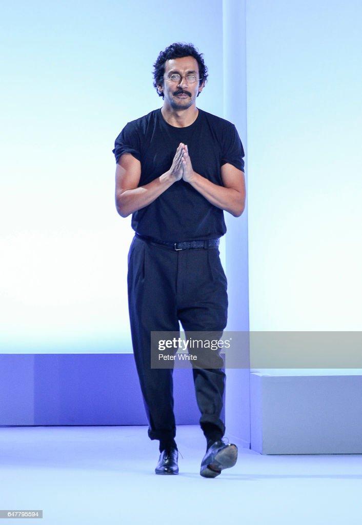 Haider Ackermann : Runway - Paris Fashion Week Womenswear Fall/Winter 2017/2018