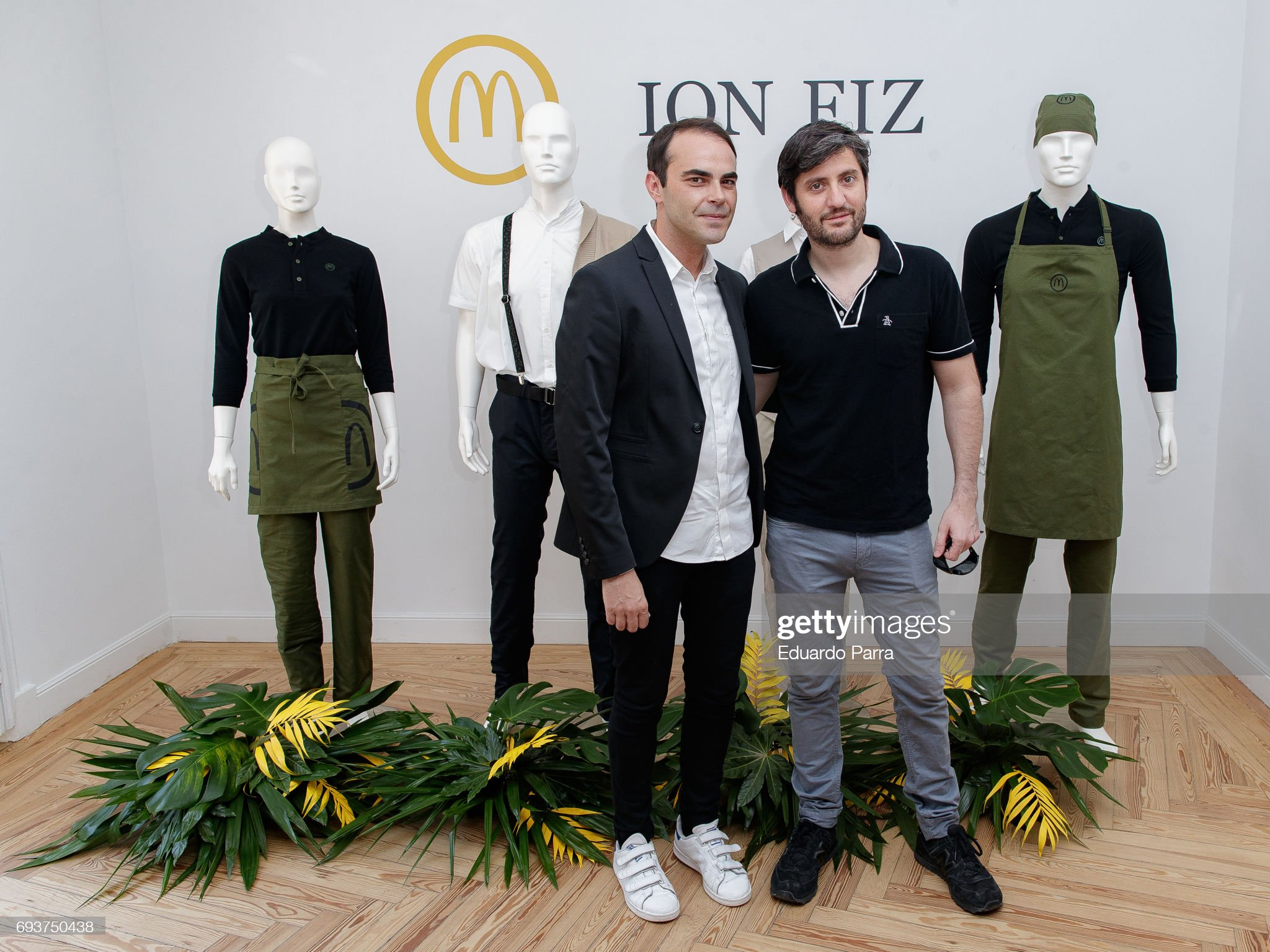 ¿Cuánto mide Max Marieges? - Altura Designer-ion-fiz-and-actor-max-marieges-attend-the-mcdonalds-new-picture-id693750438?s=2048x2048