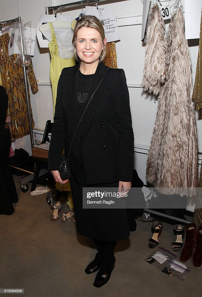 Jenny Packham - Front Row & Backstage - Fall 2016 New York Fashion Week: The Shows : News Photo