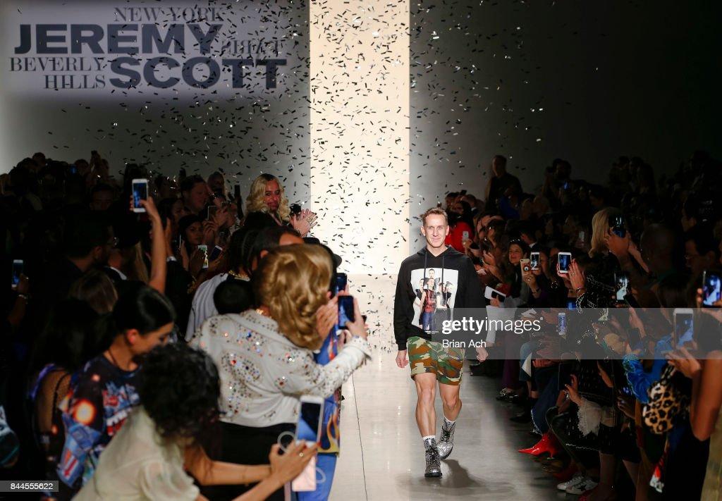 Jeremy Scott - Runway - September 2017 - New York Fashion Week: The Shows : News Photo