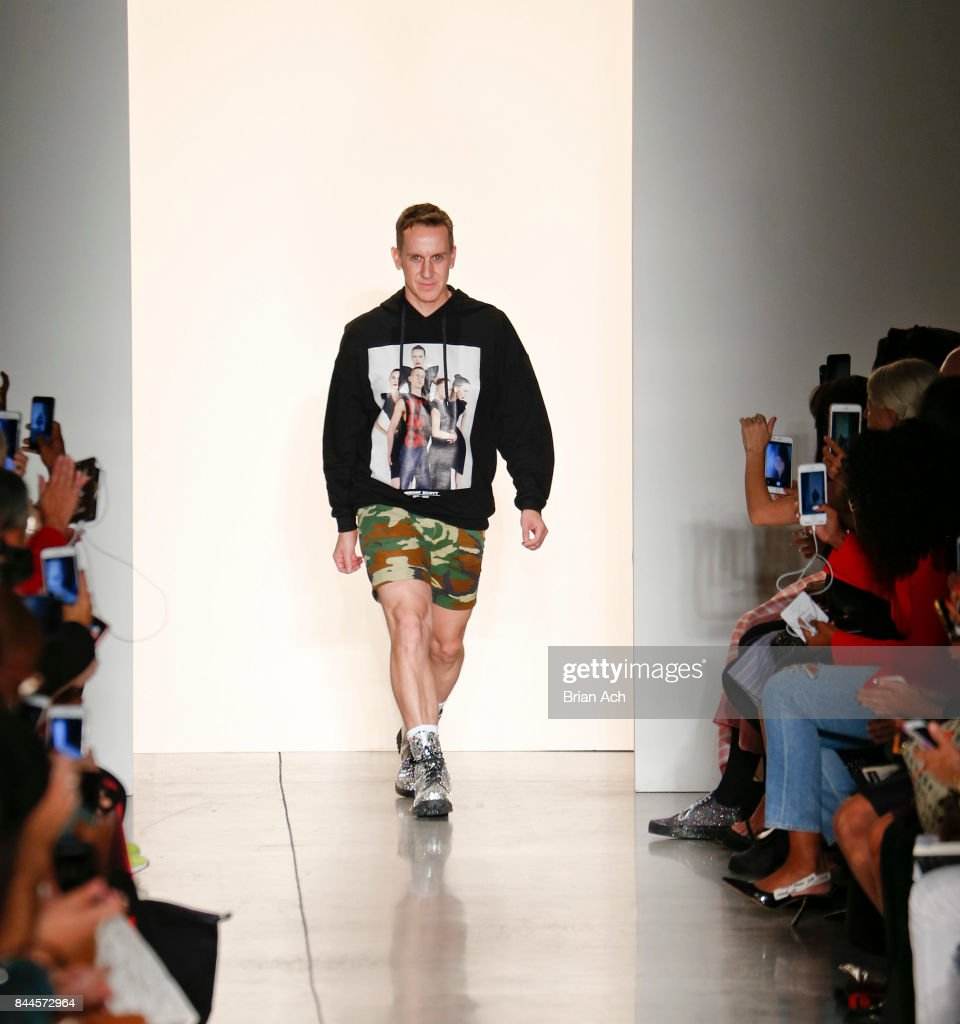 Jeremy Scott - Runway - September 2017 - New York Fashion Week: The Shows : News Photo