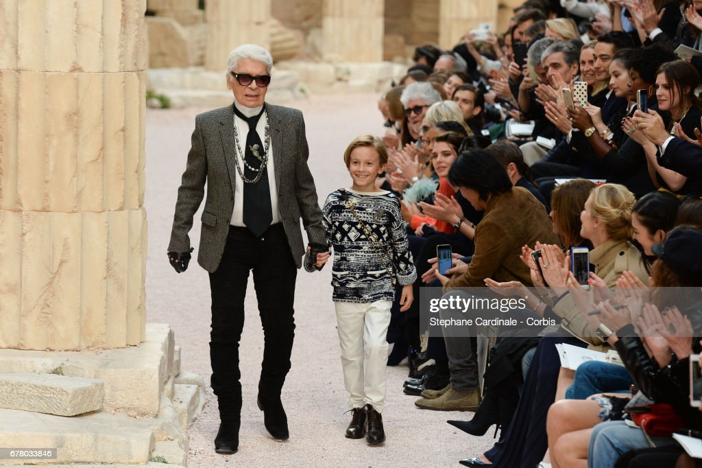 Chanel Cruise 2017/2018 Collection  :  Runway : ニュース写真