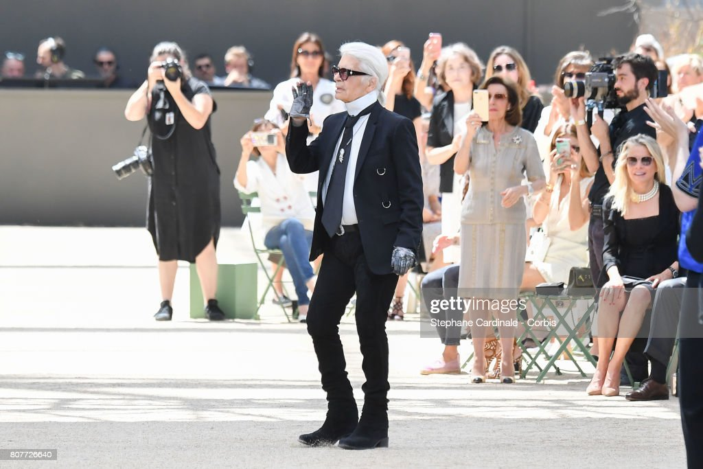 Chanel : Runway - Paris Fashion Week - Haute Couture Fall/Winter 2017-2018 : News Photo