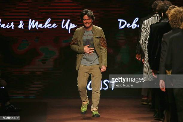 Designer Kean Etro acknowledges the audience at the end of the Etro show during Milan Men's Fashion Week Fall/Winter 2016/17 on January 18, 2016 in...