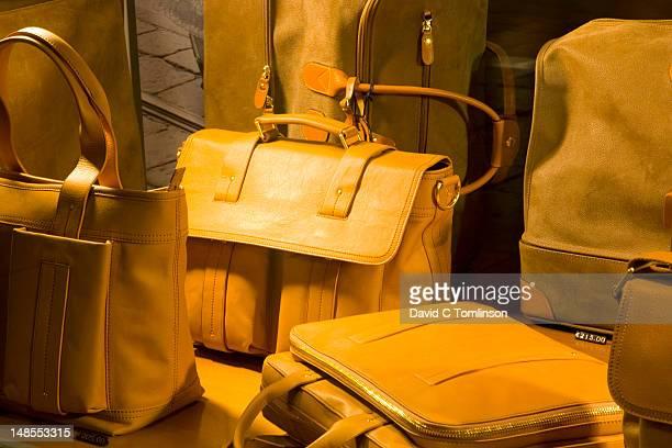 designer leather bags on display in window of store on via mazzini, verona's premier shopping street. - bag foto e immagini stock
