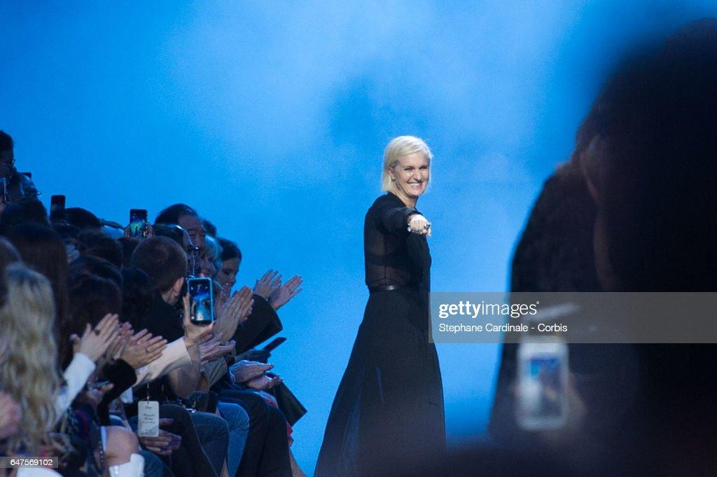 Christian Dior: Runway - Paris Fashion Week Womenswear Fall/Winter 2017/2018 : News Photo