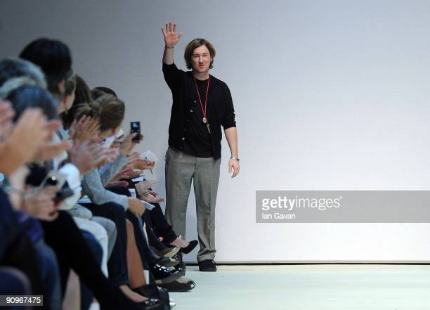 Designer Mark Fast waves to the audience after the his fashion show at the Topshop Venue, University of Westminster, on September 19, 2009 in London,...