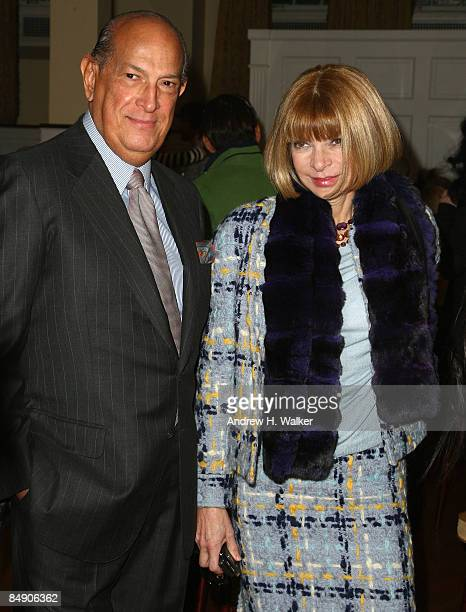 Designer Oscar de la Renta and Editorinchief of American Vogue Anna Wintour backstage at the Oscar De La Renta Fall 2009 fashion show during...