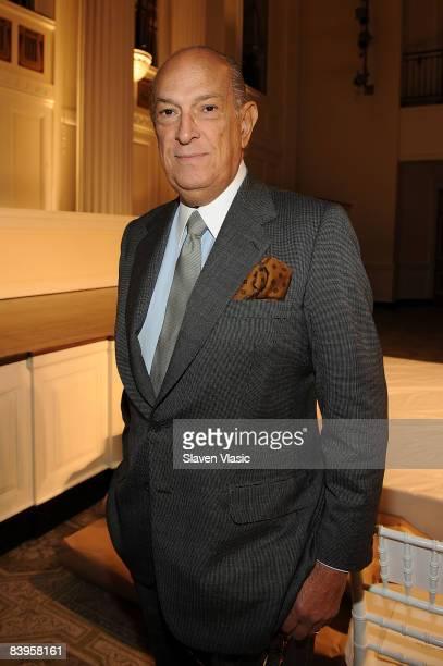 Designer Oscar de la Renta arrives at the Oscar de la Renta Pre-Fall 2009 fashion show at 583 Park Avenue on December 8, 2008 in New York City.