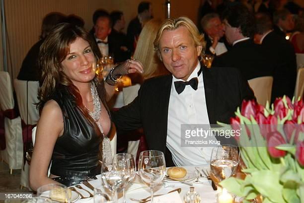 """Designer Otto Kern Mit Ehefrau Dana Bei Der Verleihung Des """"Gala Spa Awards 2003"""" Im Brenner'S Park Hotel Und Spa Baden Baden ."""