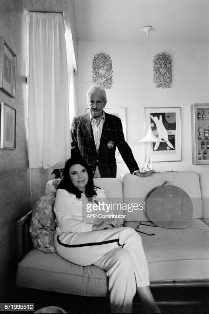 US designer Raymond Loewy and his wife Viola Erickson pose at their home in Monaco on October 13 1982 / AFP PHOTO / Ralph GATTI