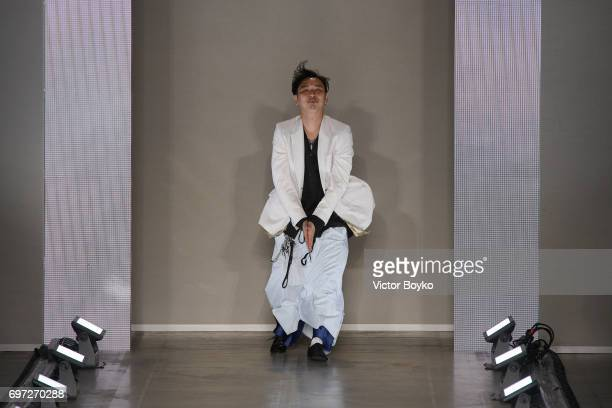 Designer Teppei Fujita acknowledges the applause of the audience after the Sulvam show during Milan Men's Fashion Week Spring/Summer 2018 on June 18...