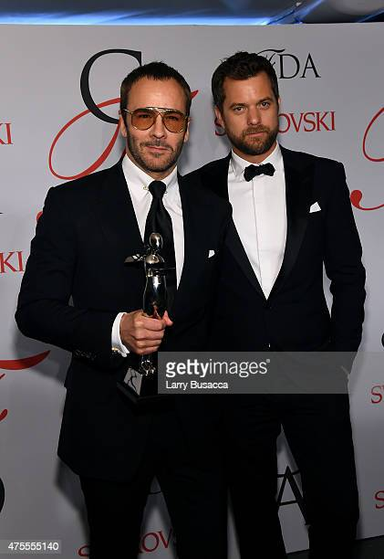 Designer Tom Ford and Joshua Jackson pose on the winners walk at the 2015 CFDA Fashion Awards at Alice Tully Hall at Lincoln Center on June 1 2015 in...