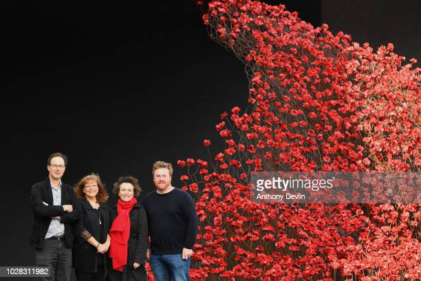 Designer Tom Piper Jenny Waldman Director of 1418 NOW Diane Lees DirectorGeneral of IWM and artist Paul Cummins pose with the iconic poppy sculpture...