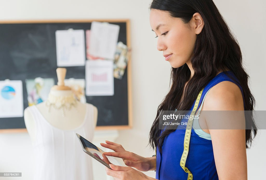 Designer using digital tablet : Foto stock