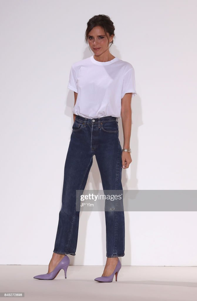 Victoria Beckham - Runway - September 2017 - New York Fashion Week : News Photo