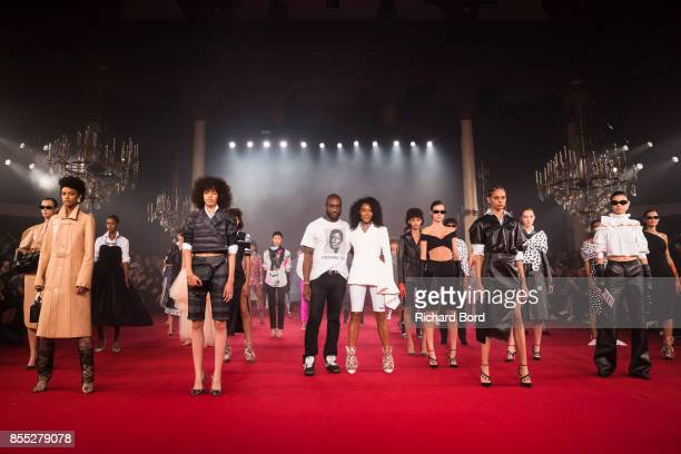 Designer Virgil Abloh Naomi Campbell and models acknowledge the audience during the Off/White show as part of Paris Fashion Week Womenswear...