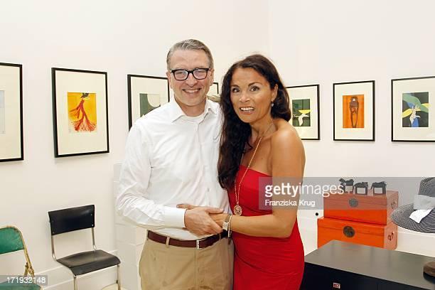 Designerin Anna Von Griesheim Und Andreas Marx Bei Der Ausstellungseröffnung Rene Gruau The Art Of Fashion Illustration In Berlin