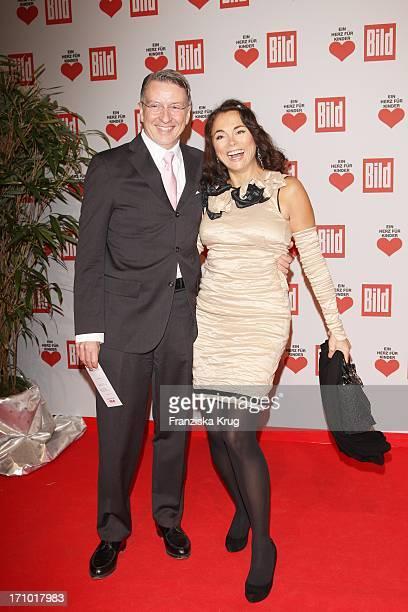 Designerin Anna Von Griesheim Und Ehemann Andreas Marx Bei Der 'Ein Herz Für Kinder' Gala In Der Ullsteinhalle In Berlin Am 121209