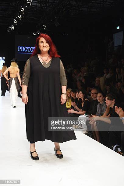 Designerin Sigrid Schumacher Bei Der Prototype By Schumacher Show Im Rahmen Der Mercedes Benz Fashion Week 2008 Am 130707 In Berlin Am Brandenburger...
