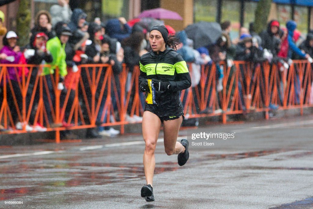 Runners Compete In The 2018 Boston Marathon : News Photo