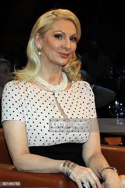 Desiree Nick 'NDRTalkshow' Hamburg Deutschland Europa Studio TalkShow Kette Perlenkette Halskette Schmuck Autorin Entertainerin Promi BB CD PNr...