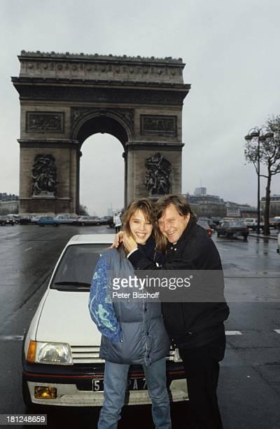 Desiree Nosbusch Georg Bossert Gala der Hits Triumphbogen auf den Champs Elysees Paris Fankreich R e n a u l t G T I Promis Moderatorin Showmasterin...