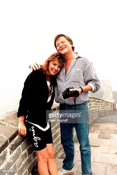 Desiree Nosbusch Lebensgefährte Georg Bossert Chinesische Mauer China Asien Urlaub Moderatorin Schauspielerin Promi BB SC PNr 430/1987